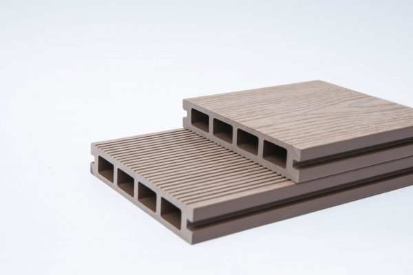 Composite Decking 140 X 25 X 5400m Brown Colour