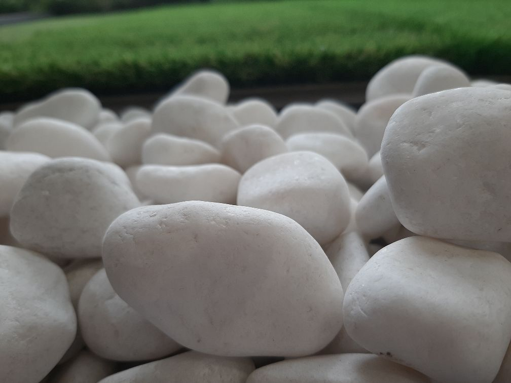 Snow White Polished Pebbles 2-3 cm