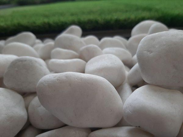 Snow White Polished Pebbles 3-5 cm